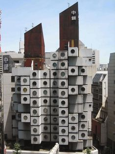 This Tokyo micro apartment tower looks like a stack of giant washing machines Tower Apartment, Studio Apartment, Nakagin Capsule Tower, Kisho Kurokawa, Legend Homes, Affordable Hotels, Tower Building, Hotel Stay, Resort Style