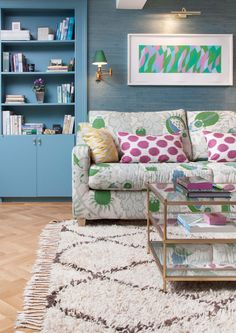 Established in Jessica Buckley Interiors is now a flourishing interior design practice offering a full range of residential design services to clients throughout the UK as well as internation… Large Sofa Bed, Pink Houses, Pink Patterns, Mixing Patterns, Room Tour, Beige Walls, Vintage Modern, Victorian Homes, Look Cool