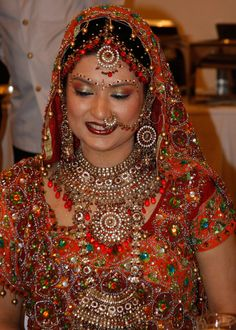 Una sposa indiana, con stupendo sari rosso
