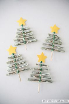 30 Money Gift Ideas That Are Both Practical and Fun DIY Cash Christmas Treescountryliving Diy Holiday Gifts, Homemade Christmas Gifts, Christmas Fun, Christmas Decorations, Christmas Ornaments, Ideas For Christmas Gifts, Family Gift Ideas, Christmas Treat Bags, Christmas Pajamas