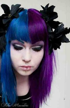 Blue and purle divided hair Half & half hair color dye Split hair color Hair Dye Colors, Cool Hair Color, Brown Hair Colors, Purple Hair, Peach Hair, Half Colored Hair, Half And Half Hair, Split Dyed Hair, Ombre Blond