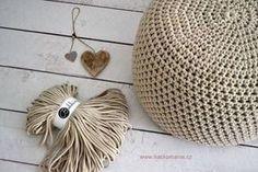Háčkovaný puf s fotopostupem Love Crochet, Knit Crochet, Christmas Table Decorations, Crochet Videos, Diy And Crafts, Sewing, Knitting, Handmade, Inspiration