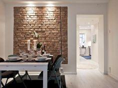 Mieszkanie według skandynawskich reguł - białe ściany, drewniane meble w odcieniach retro brązu lub spłowiałego błękitu...