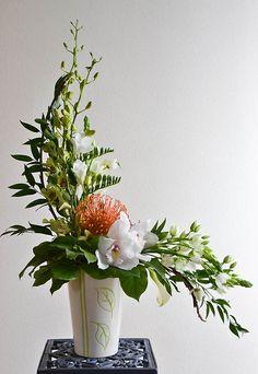 Resultado de imagen de hogarth curve floral arrangement