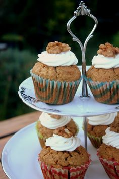 Cuketkové muffiny s mrkvou (Zucchini carrot muffins) Carrot Muffins, Tea Parties, Zucchini, Smoothie, Carrots, Sweet Treats, Sweets, Cookies, Breakfast