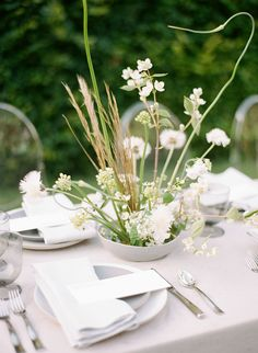 Using Japanese style Ikebana Flowers are perfect for a minimalist couple who likes clean, natural and earthy details. These beautiful wedding flowers are modern, unique, and can be customized for any wedding theme. Ikebana Arrangements, Modern Flower Arrangements, Wedding Flower Arrangements, Floral Centerpieces, Wedding Centerpieces, Wedding Table, Wedding Bouquets, Wedding Decorations, Centrepieces