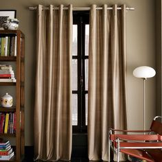 2014 New Modern Living Room Curtain Designs Ideas Dining Room Paneling, Dining Room Curtains, Living Room Drapes, Living Room Windows, Living Room Modern, Modern Bedroom, Curtain Styles, Curtain Designs, Curtain Ideas