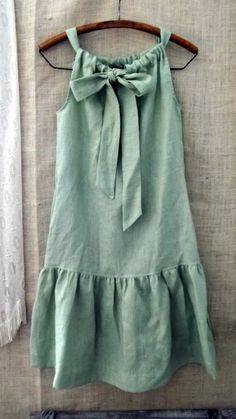 Linen Bow Ruffle Dress in Cypress Green. Nice version of a pillowcase dress. Diy Clothing, Sewing Clothes, Children Clothing, Clothes Crafts, Barbie Clothes, Diy Fashion, Fashion Kids, Petite Fashion, Curvy Fashion