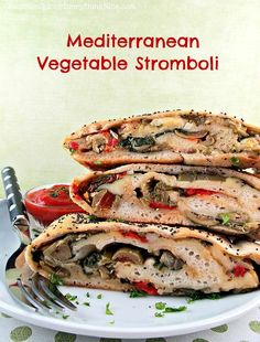 Mediterranean Vegetable Stromboli - This is way too worky for me, but I could eat the filling alone or stuff it in a pita. Veggie Recipes, Vegetarian Recipes, Dinner Recipes, Cooking Recipes, Healthy Recipes, I Love Food, Good Food, Yummy Food, Zucchini