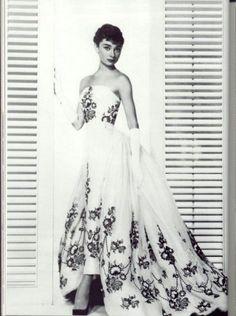 Uno de los mejores vestidos del cine. Audrey Hepburn en Sabrina.