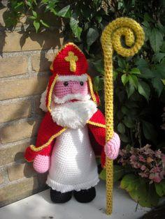 Pattern available in Dutch: Patroon Sint en piet Crochet Art, Cute Crochet, Crochet Crafts, Crochet Dolls, Yarn Crafts, Crochet Projects, Crochet Christmas Decorations, Crochet Decoration, Christmas Crafts