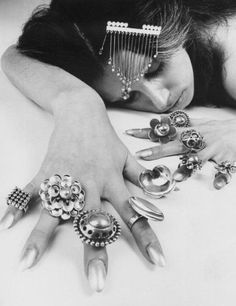 kaija aarikka Jewelry Box, Vintage Jewelry, Jewelry Accessories, Scandi Style, Nordic Design, Ring Bracelet, Bracelets, Metal Art, Jewerly