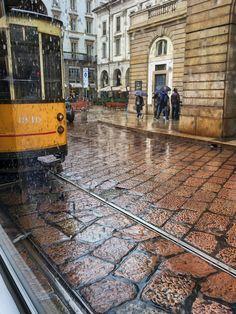 Mailand Straßenbahn im Regen