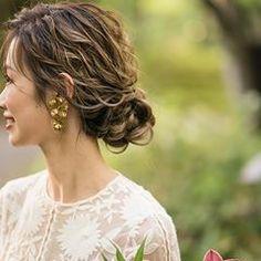 画像に含まれている可能性があるもの:1人、屋外 Pretty Hairstyles, Wedding Hairstyles, Hear Style, Hair Arrange, Hair Setting, Short Wedding Hair, About Hair, Bridal Accessories, Bridal Hair