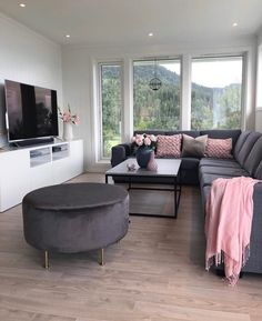 35 gorgeous living room color schemes to make your room cozy 18 « Home Decoration Living Room Decor Cozy, Interior Design Living Room, Small Living Room Designs, Ikea Interior, Interior Livingroom, Living Spaces, First Apartment Decorating, Girl Apartment Decor, Studio Apartment