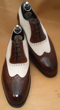 Handsome & classic shoes for the groom from London Lounge Spectator by Gaziano & Girling Look Fashion, Fashion Shoes, Mens Fashion, Sharp Dressed Man, Well Dressed Men, Sock Shoes, Shoe Boots, Men Dress, Dress Shoes