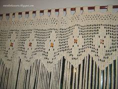 Entre Linhas e Arte: Cortina de Barbante de Crochê