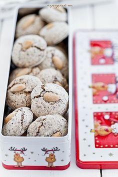 Makaronikowe czekoladowe ciasteczka świąteczne | Moje Wypieki Almond Macaroons, Chocolate Macaroons, Almond Cookies, Chocolate Christmas Cookies, Christmas Cookies Gift, Chocolate Cookies, Holiday Baking, Christmas Baking, Sweet Desserts