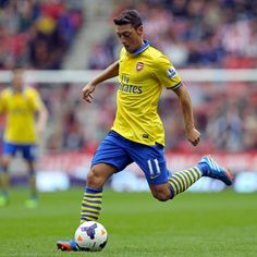 Mesut Özil starred on his #Arsenal debut, setting up the first goal in a 3-1 win over Sunderland at the Stadium of Light.
