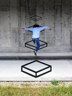 Street Art: Lúdica e interactiva geometría 3D creada con cinta de neón