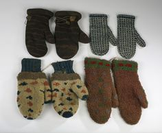 WOOL MITTENS, INCLUDING TWO PAIR OF HOOKED