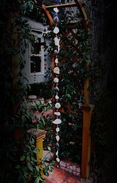 Rain Chain : river stones, sea glass and copper Trampoline Springs, Interior Design Pictures, River Stones, River Rocks, Decorating Small Spaces, Indoor Garden, Easy Garden, Rain Chains, Dream Garden
