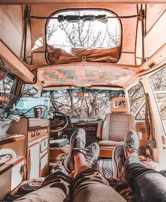 Loves camping with her love in their vw van/bus Bus Camper, Opel Vivaro Camper, Camper Life, Vans Vw, Peugeot Expert, Kangoo Camper, T6 California, Transporter T3, Kombi Home