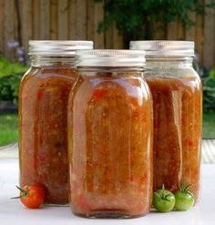 Make the most of those last few sun starved tomatos in the greenhouse, with Nigel Brown's Green Tomato Chutney recipe Canning Recipes, Wine Recipes, Fruit Recipes, Vegetable Recipes, Green Tomato Chutney Recipe, Viet Food, Cooking Spaghetti, Canadian Food, Chutney Recipes