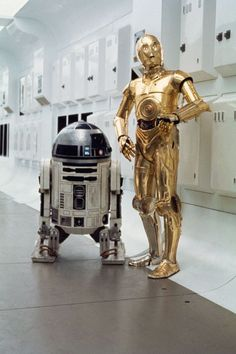 Still of Anthony Daniels and Kenny Baker in Star Wars: Episode IV - A New Hope (1977)