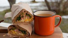 Grönsaksbuljong i en emalj kopp. Fresh Rolls, Tacos, Mexican, Lunch, Drinks, Ethnic Recipes, Mat, Food, Drinking