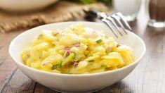 Hier finden Sie Rezepte für Kartoffelsalat mit Essig und Öl, mit Mayonnaise oder für warmen Kartoffelsalat. Außerdem: Kartoffelsalat mit Ei, Kartoffelsalat auf italienische Art oder ein Rezept für Eilige. Dazu Tipps und Tricks, wie Ihr Salat sicher gelingt und lecker schmeckt ✓.