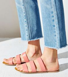 Cute+and+Comfortable:+Shop+Our+Favorite+Slide+Sandals+via+@WhoWhatWear