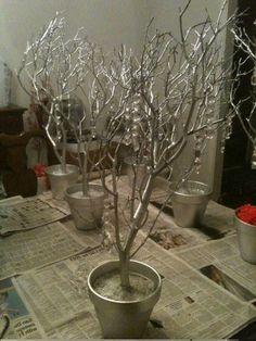 : tout a été « bombé » avec une peinture argent! Pour un mariage en hiver: cela crée un esprit très festif et chic!