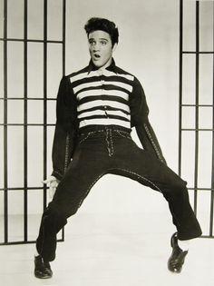 Antes de todo mundo, mesmo não sabendo que era impossível, ele foi lá e fez! Muitos aplausos Elvis.