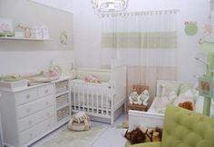 Peças multifunção, cores claras e iluminação na parede são algumas das sugestões para ampliar o ambiente e, assim, transformar espaços diminutos no quarto dos sonhos.