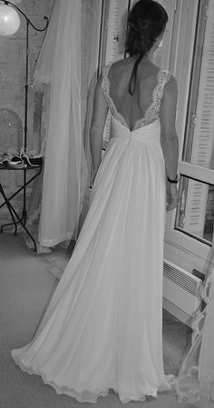 robe de mariée à la grecque en mousseline et dentelle Bridal Gowns, Wedding Gowns, Wedding Bells, Wedding Day, Weeding Dress, Chiffon, Dress Codes, Wedding Couples, Perfect Wedding