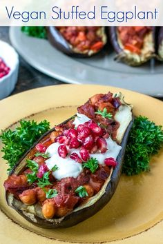 Make this vegan stuffed eggplant recipe, when you want a delicious, easy meal. The tahini dressing and pomegranate arils are the perfect toppings. Vegetarian Recipes, Healthy Recipes, Healthy Eats, Delicious Recipes, Healthy Life, Healthy Living, Stuffed Eggplant, Vegan Yogurt, Veggie Food