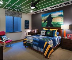 I Like The Football Field On The Ceiling Of This Teenu0027s Bedroom