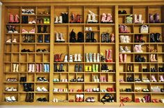 Shoe display in typesetting tray