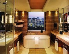 The bathrooms in the Peninsula Tokyo have to be a favourite of mine (and a million Japanese). I can spend hours in the bathroom on my smartphone, listening to music and champagne and reruns of 30 Rock. Cerebral and good for the muscles? Do not disturb! #rethink_hotels