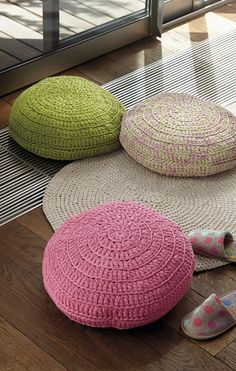 Model / Pattern of Cushion of Home of Spring / Summer from KATIA Knitting Kits, Knitting Yarn, Knitting Projects, Crochet Yarn, Crochet Hooks, Free Crochet, Sewing Essentials, Plus Size Sewing, Carpet Bag