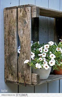 White petunia - on wall outside garage? Garden Trellis, Garden Gates, Garden Art, Home And Garden, Planter Box Plans, Garden Cottage, Handmade Home Decor, Garden Styles, Dream Garden