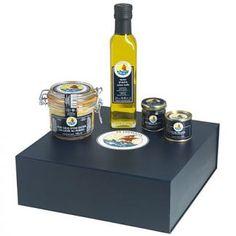 COFFRET PETROSSIAN 'Autour de la truffe' // QUOI ?  Truffes noires entières, Jus de truffes, Foie gras... un présent  inspiré de la truffe. Le TWIST ? L'offrir en bon cadeau, pour le luxe de vivre l'expérience mythique de Petrossian en magasin // http://www.gifting.fr/cheque-cadeau_Petrossian_32.html