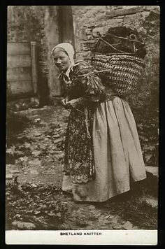 Hardcore Shetland knitting on the go. Lugging around something heavy in a basket on her back and knitting at the same time! Vintage Pictures, Old Pictures, Old Photos, Baba Yaga, Art Du Fil, Vintage Knitting, Vintage Crochet, Vintage Photographs, Historical Photos