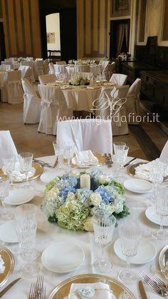 Centrotavola+floreale+per+matrimonio+–+Chiostro+di+Santa+Chiara+Napoli