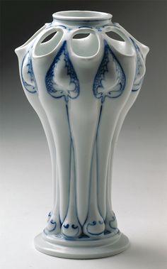 Art nouveau vase, 1905. Königlich Sächsische Porzellanmanufaktur Meißen. Designed by Reinhold Co, Bunzlau 1896 for tin and stoneware