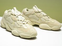 "085f1dd49ca3 Dokładne zdjęcia adidas Yeezy 500 Desert Rat ""Super Moon Yellow"""