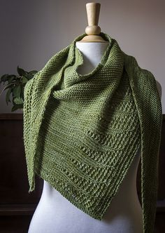 Ravelry: Freesia pattern by JumperCablesKnitting dk 700 yd Knit Cowl, Knitted Poncho, Knitted Shawls, Crochet Scarves, Crochet Shawl, Knit Crochet, Knitting Stitches, Knitting Designs, Knitting Yarn