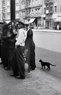 Photograph by Helen Levitt, New York, 1940.