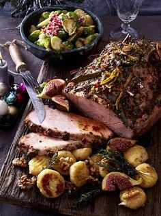 Our popular recipe for show-off roast ham and more than other free recipes on LECKER. Our popular recipe for show-off roast ham and more than other free recipes on LECKER. Roast Recipes, Pork Chop Recipes, Grilling Recipes, Healthy Eating Tips, Healthy Recipes, Roasted Ham, Rabbit Food, Chops Recipe, Popular Recipes